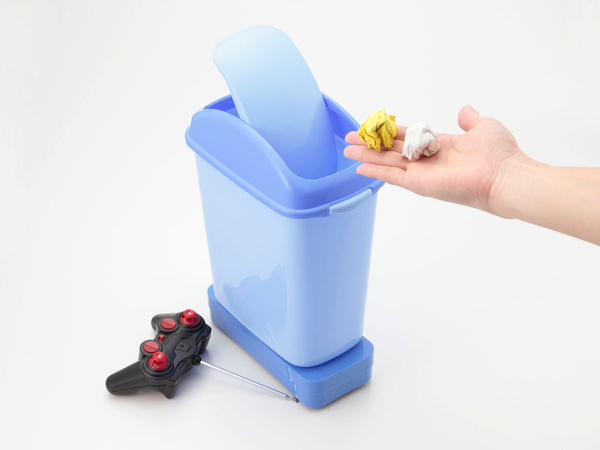 rc-trash-bin-and-dust-mop-by-kyosho-2331-04