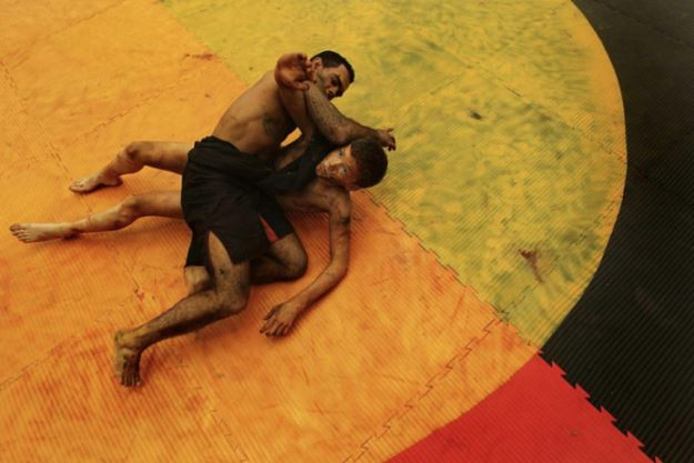 kate_geraghty_coreeda_-_shane_parker_left_and_blaike_oneill_demonstrate_the_traditional_aboriginal_form_of_wrestling.__fairfax_media