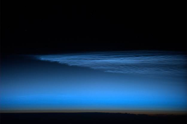 Surprising, unexpected noctilucent clouds – very rare in this season!