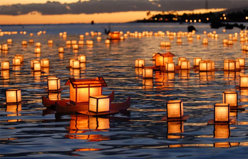 floating-lantern-ceremony-hawaii