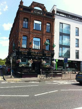 irish-pubs-_the-pavilion-bar