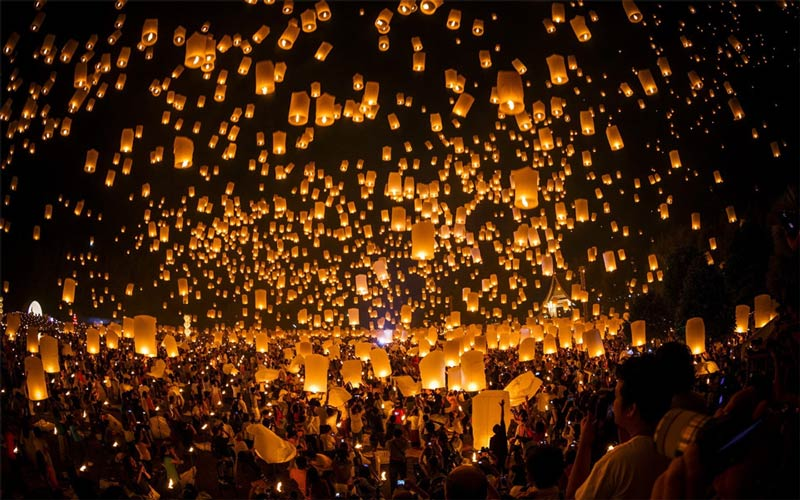 thousands-of-lanterns-float-to-the-sky-thailand