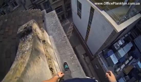 Паркур от первого лица по крышам Кембриджа