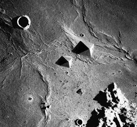 Cамые невероятные находки на Луне по версиям СМИ.
