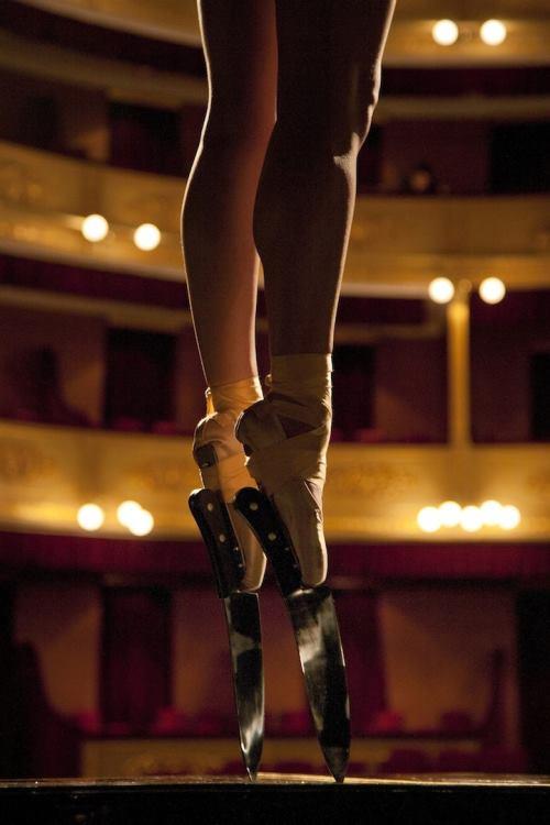 Современный балет. Опасный танец на ножах 2013