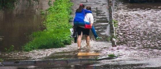 Очаровательный пример женской дружбы :)