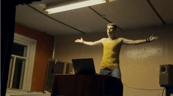 DJ Oguretz — Let The Music Fuck You. Самый убойный клип про деревенского диджея. Настроение гарантировано.