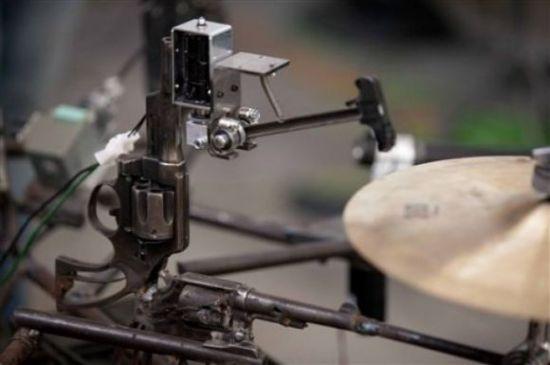 Механический оркестр из старого оружейного арсенала (видео)