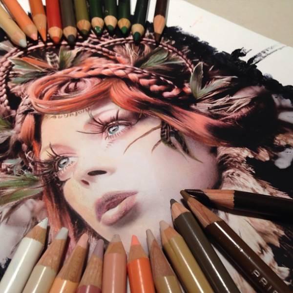 Гиперреалистические рисунки с помощью карандаша, акрила и маркера.