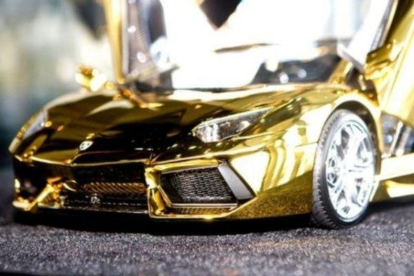Самый дорогой в мире автомобиль Lamborghini из золота, платины и бриллиантов продают в ОАЭ