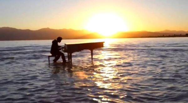 Крутой дабстеп на озере. Красивое музыкальное видео.