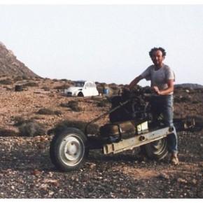 Француз выбрался из пустыни, сделав из сломанной машины мотоцикл