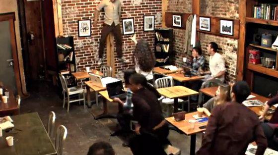 От телекинеза одной девушки в кафе мужчину отбросило на стену