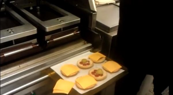 Как готовят в McDonalds. Снято на любительскую камеру.