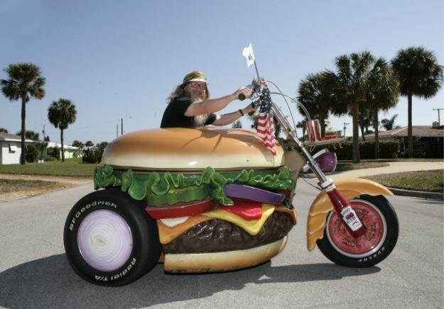 Гамбургер Гарри-чудак, который сделал смыслом своей жизни гамбургеры и все что с ними связано.