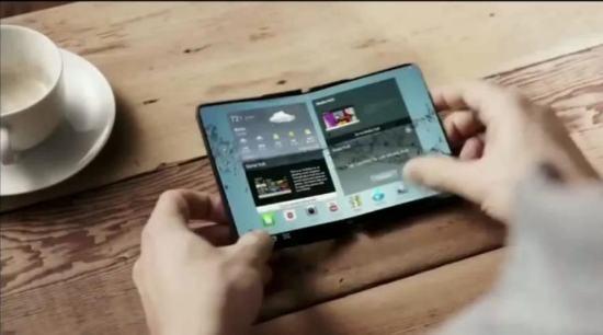 SAMSUNG выпустит смартфоны с гибкими дисплеями в 2014 году. Пример технологии показан в видео.