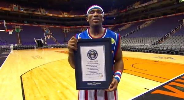 В США установлен мировой рекорд по дальности баскетбольного броска (ВИДЕО)