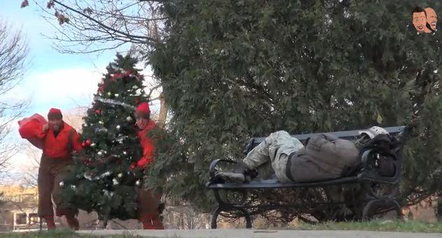 Известный интернет-шутник Роман Этвуд, устроил рождественское чудо для бездомных. [ВИДЕО]