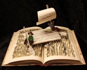 Картины и скульптуры из книг от Джоди Харви Браун.