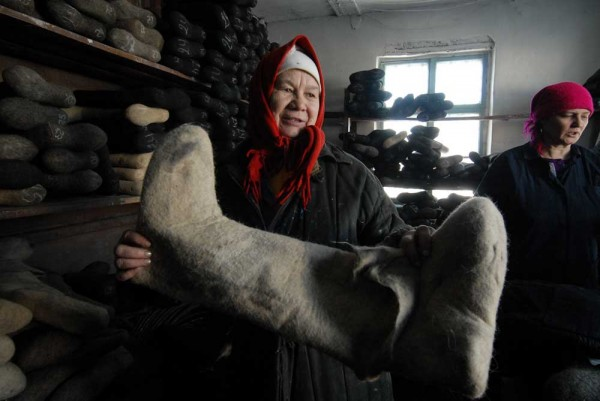 Как делают валенки в Сибири.