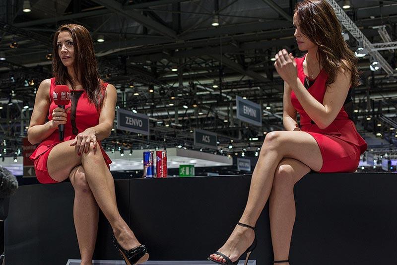 Лучше, чем спорткары: шикарные девушки Женевского автосалона