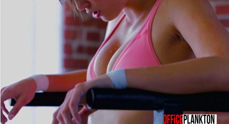 NO PORN: порнозвезда в очень горячем видео женского воркаута