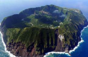 Остров, появившийся у берегов Японии, начал резко увеличиваться в размерах.