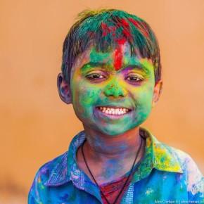 Холи-самый яркий, красочный и позитивный праздник Индии.