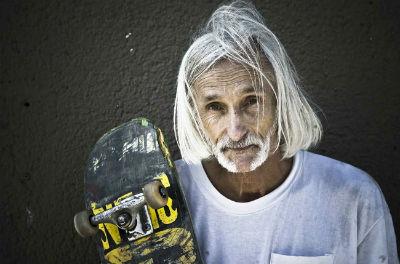 60 летний скейтер Нил «Чувак» Анджер доказывает, что можно жить молодым всегда