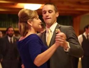 Эпический танец матери и сына на свадьбе.