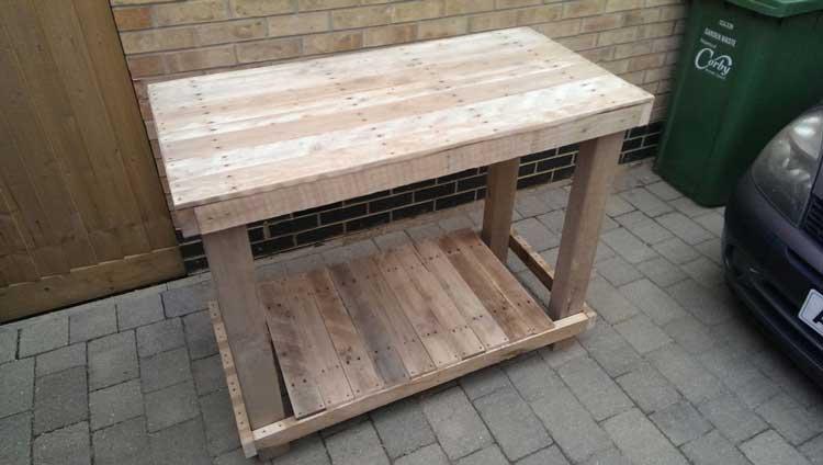 Ничего сложного: сделать стол из поддонов своими руками