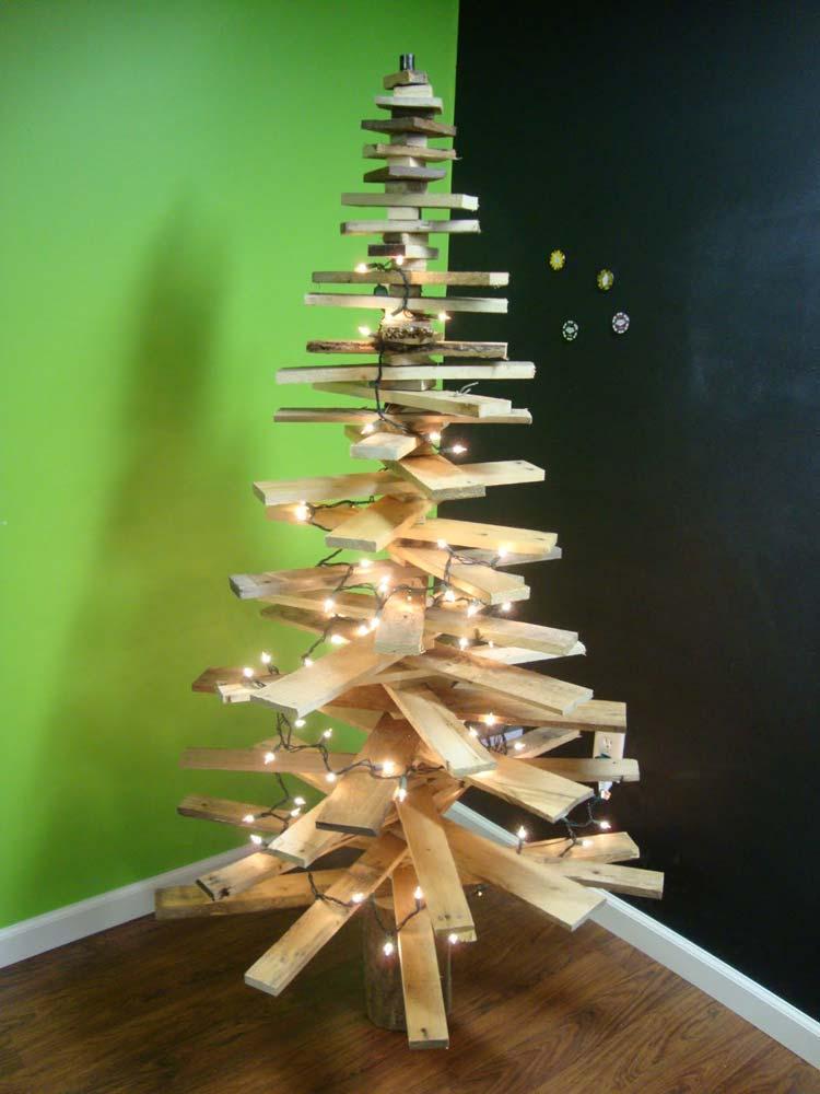 Новогодняя елка из поддонов своими руками