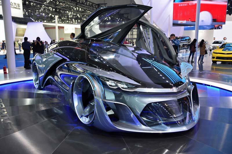 Chevrolet-FNR-perviy-bespilotniy-koncept-car-0