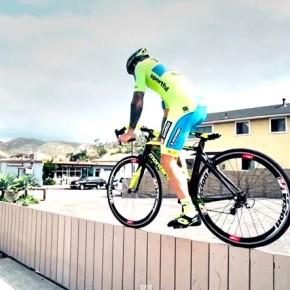 Крутые трюки на велосипеде от Витторио Брумотти.