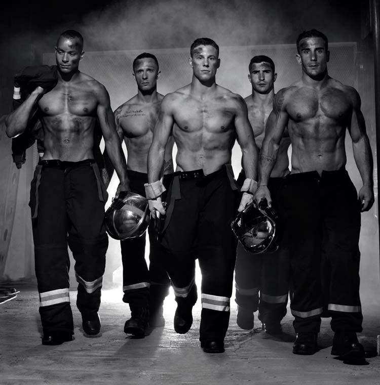 Иллюстрации французских пожарных для благотворительного календаря 2016 года.