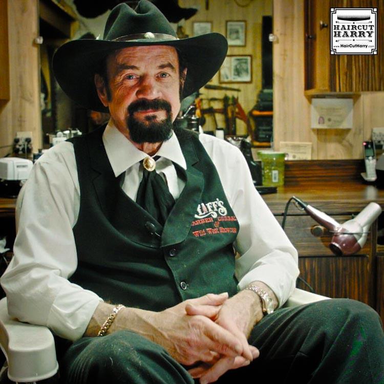 Мужчина парикмахер Клифф: когда ты крутой профессионал.