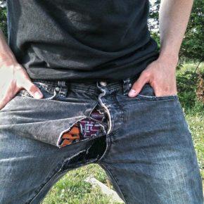 Мужской лайфхак: как перестать протирать джинсы между ног.