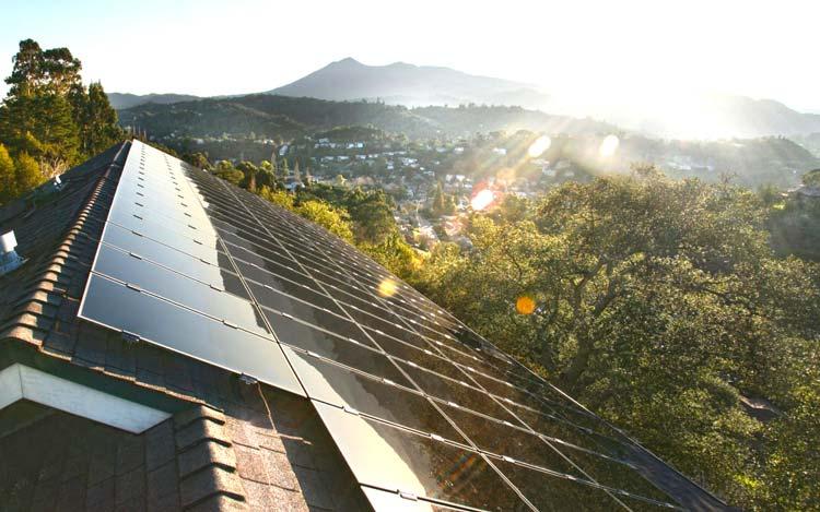 Крыша для дома из солнечных панелей: еще одно видение будущего по версии Илона Маска.
