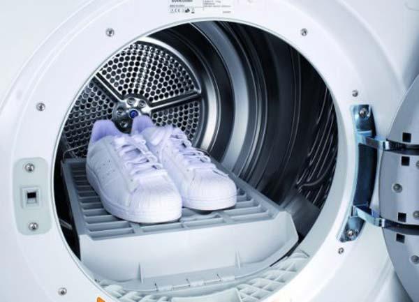 Как без вреда для кожи постирать обувь в стиральной машине.
