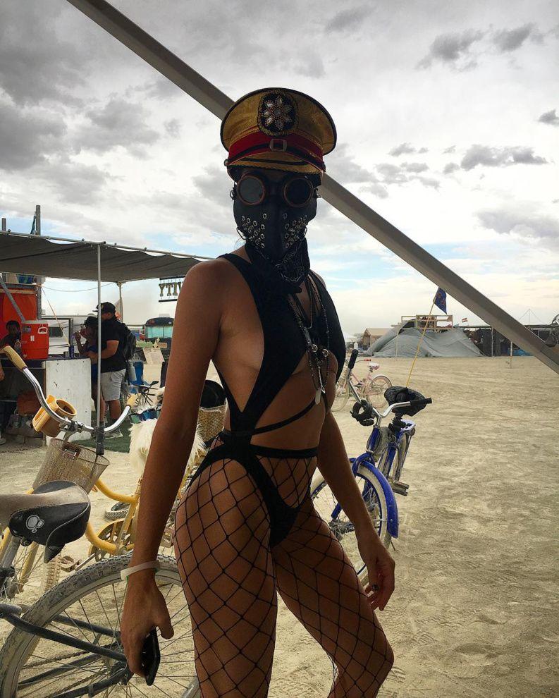 20 знойных красоток с фестиваля Burning Man 2017. Только для тебя