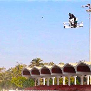 Это нужно видеть: дубайкие копы на летающих мотоциклах [Видео]