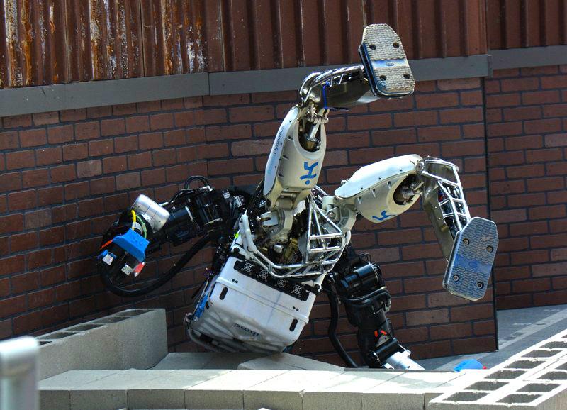 Роботы тоже умеют отжигать: такого веселья мы еще не показывали